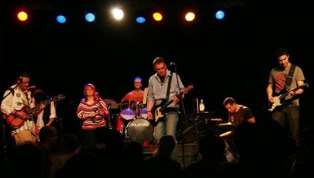 ASZTALHOZ, EMBEREK – Kispál és a Borz Tribute Band koncert