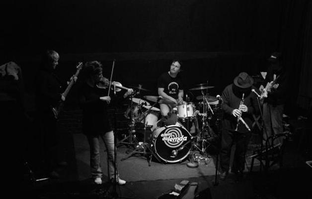 Úzgin Űver koncert