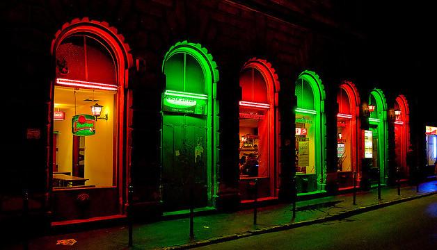 A BUDAPEST ÉJJEL a város gazdátlan éjszakai életében jelenlévő problémáira keres hosszútávú válaszokat!